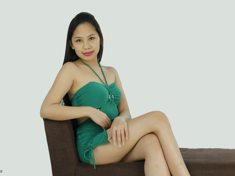 SweetHornypinay webcam girl