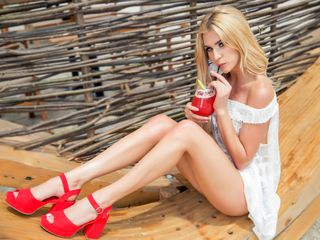 camgirl playing with dildo AnneBelleRose