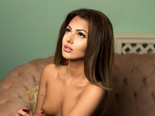 camgirl showing tits LorenaLure