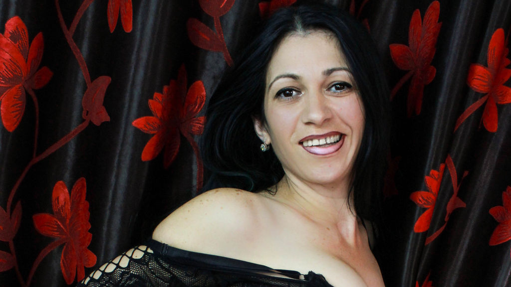 TinaFlores online at GirlsOfJasmin