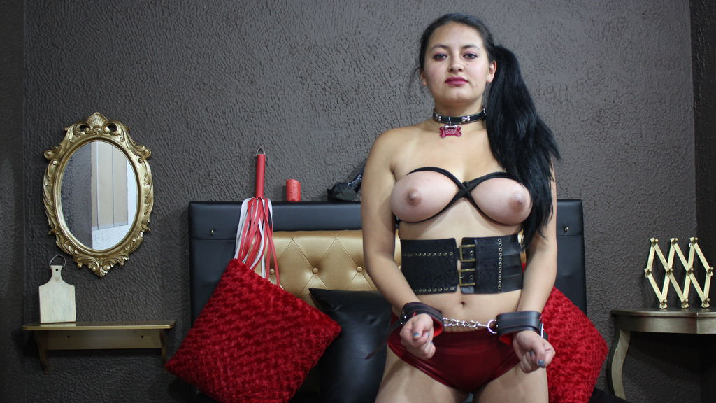 Watch the sexy SLAVEREALDIRTYX from LiveJasmin at GirlsOfJasmin