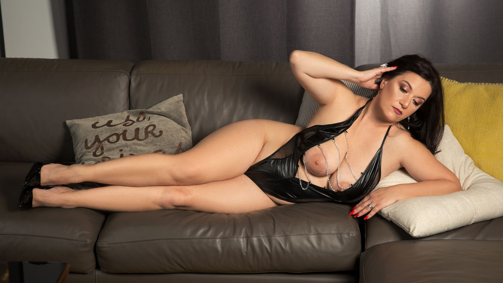 Discover and Live Sex Chat with spoiledlady on Live Jasmin
