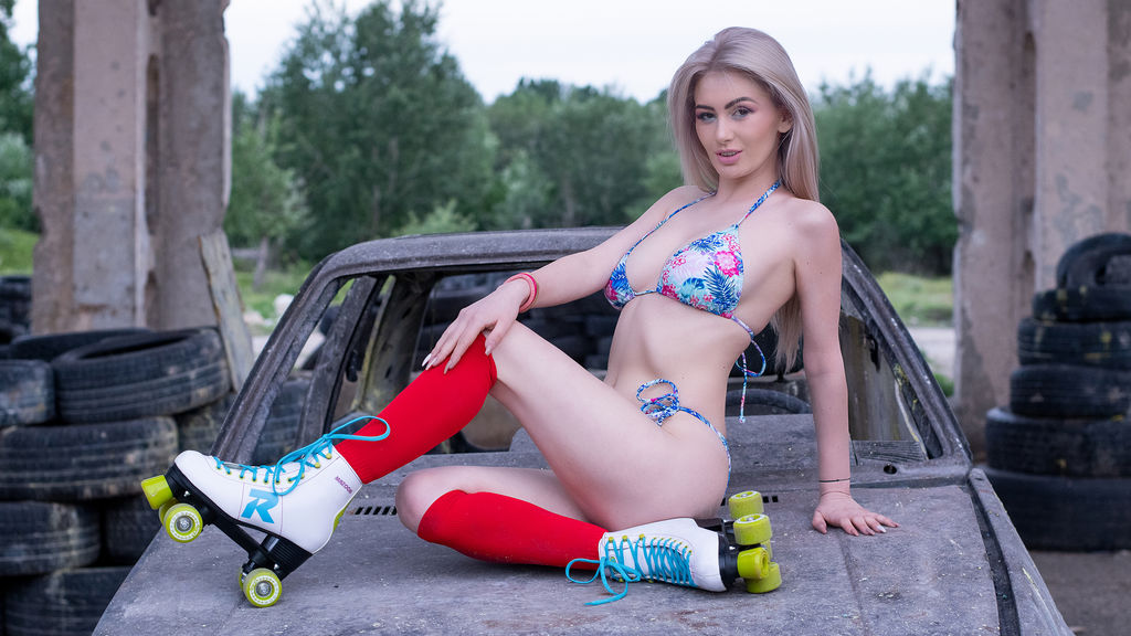 Watch the sexy LindaBrynn from LiveJasmin at GirlsOfJasmin