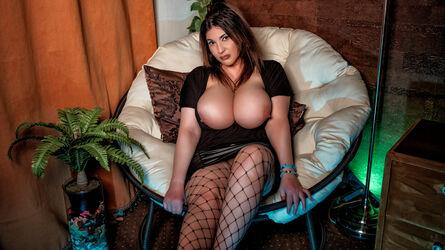 photo of KiraLeila
