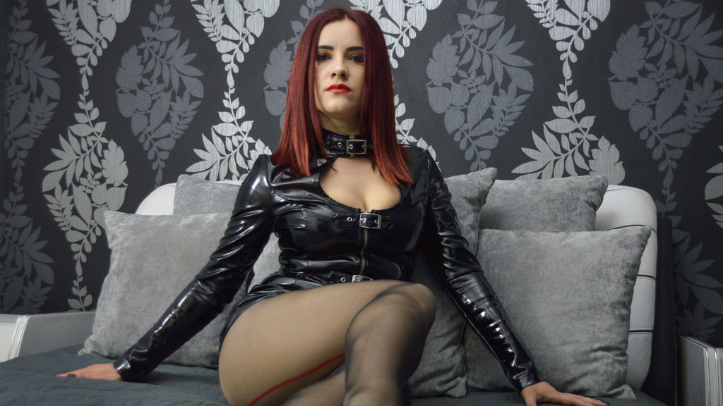 Watch the sexy JuliaTheMiss from LiveJasmin at GirlsOfJasmin